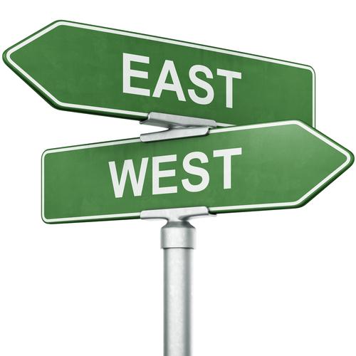光回線の東日本と西日本の違いは?引っ越しに必要な移転手続きも解説